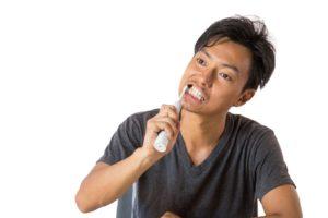 電動歯ブラシ使用